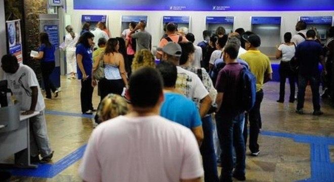 Bancos vão funcionar em horários especiais durante jogos do Brasil na Copa 0b57cd05e6424