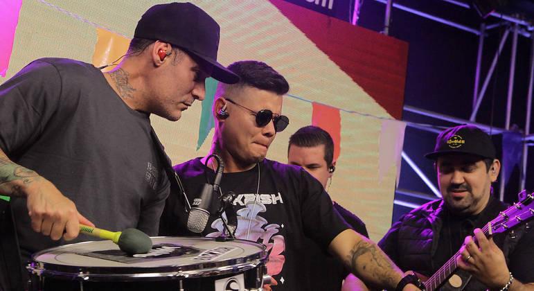 Thiaguinho (vocal), Gustavo Bortoleto (zabumba) e Eduardo Wenceslau (guitarra e violão) formam o Circuladô de Fulô