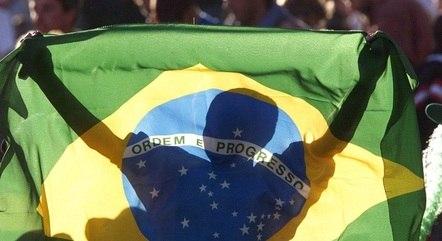 Flora se naturalizou brasileira