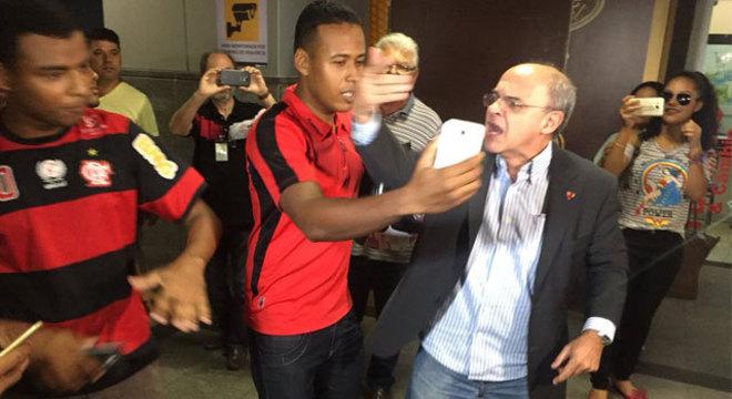 Bandeira de Mello foi xingado várias vezes por frustrados torcedores flamenguistas