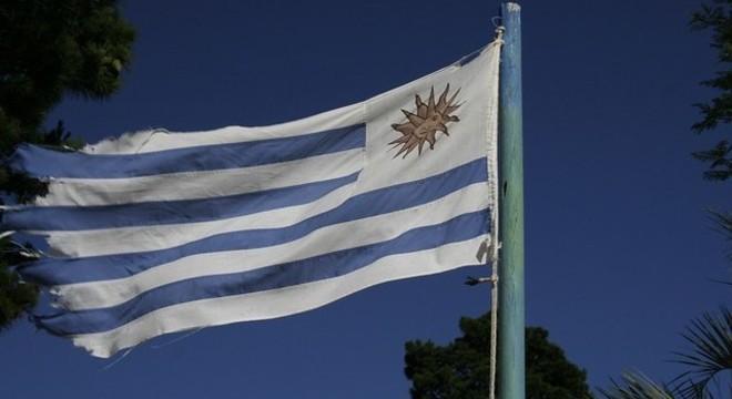 Avião que irá repatriar europeus decola neste sábado (28) do Uruguai
