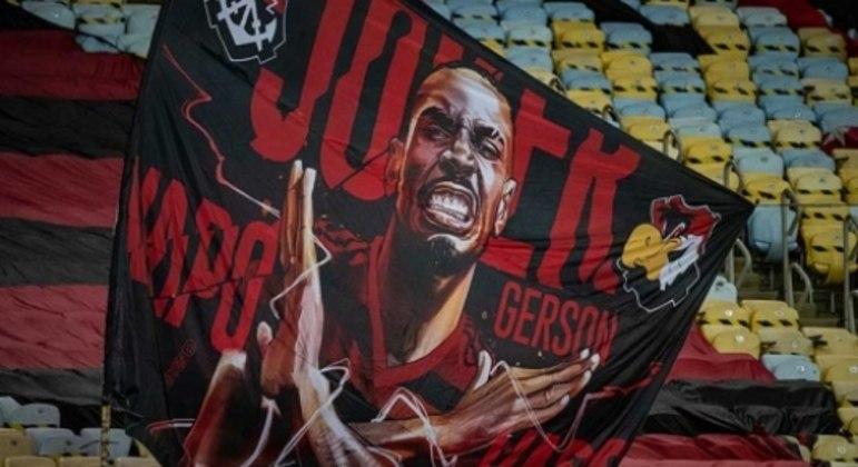 Torcida do Flamengo fez uma bandeira em homenagem ao meia
