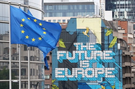 Suíça mantém livre circulação com UE