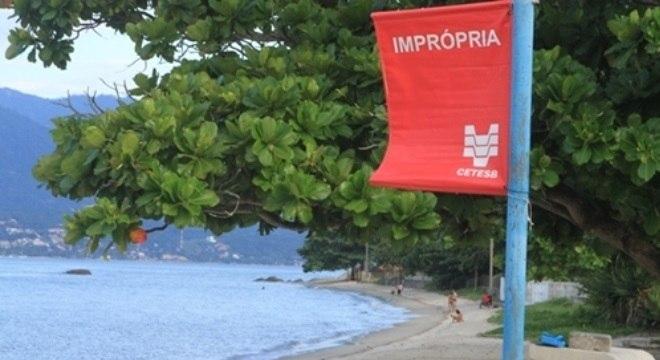 Bandeira vermelha significa que a praia não deve ser usada para banho