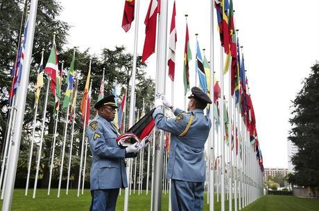 Bandeiras erguidas na sede da ONU em Genebra