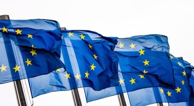 Líderes da UE se reúnem para discutir recuperação econômica