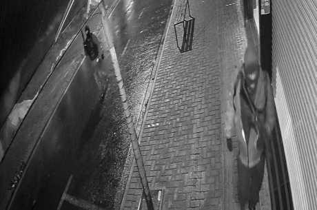 Câmeras flagraram os criminosos armados