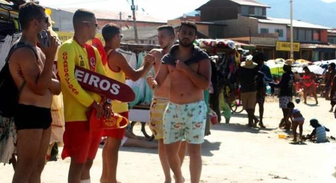 Movimentação intensa de banhistas nas praias da Barra da Lagoa, em Florianópolis (SC)