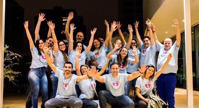 Voluntários ajudam nessa ação social