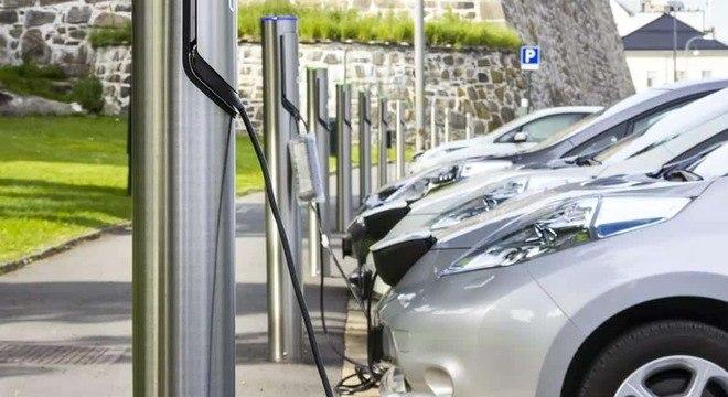 Reino Unido proibe a venda de carros novos movidos a gasolina e a diesel a partir de 2030