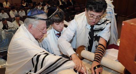 Cerimônia judaica em sinagoga paulista