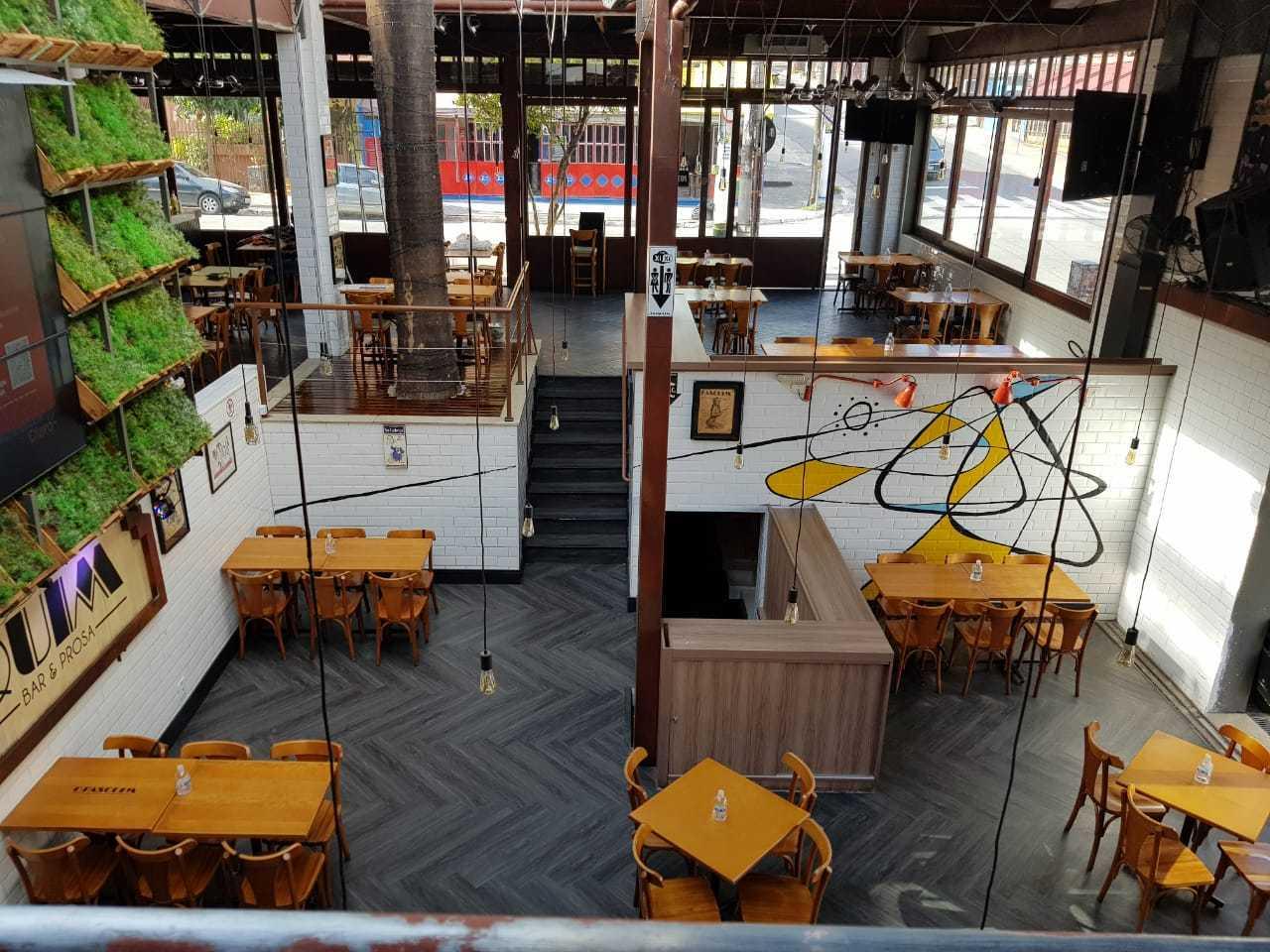 O Pasquim Bar e Prosa, na Vila Madalena, já mudou o layout das mesas