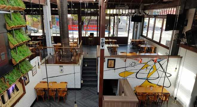 Bar mudou o layout das mesas com maior distanciamento