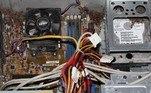'Já vi computadores entrando em nosso centro de serviços infestados de baratas, a ponto de termos que levá-los imediatamente para fora e colocá-los em um saco de lixo e tratá-los como um risco biológico', afirmouWalt Oakhem, proprietário doYork Computer Repair