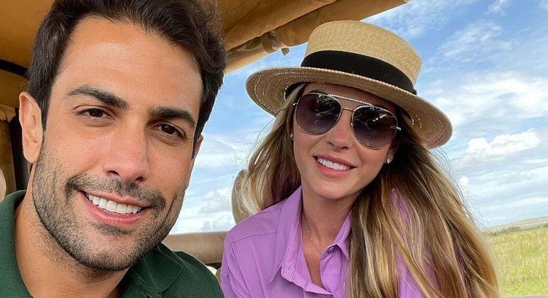 Bárbara Evans e Gustavo Theodoro estão de lua de mel na Tanzânia