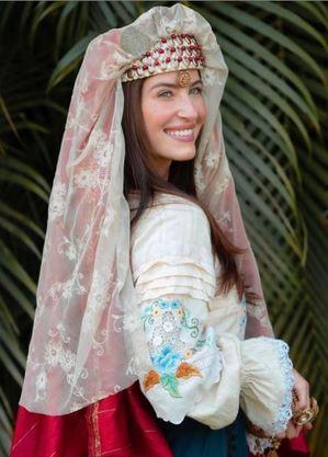 Barbara França interpreta Rebeca