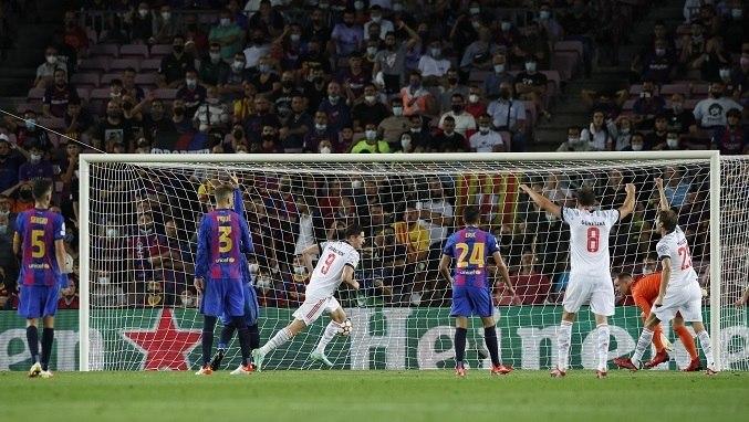 O confronto foi desigual. O Bayern transformou o Barcelona, no seu estádio, em um time pequeno