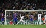 Semo seu principal craque, Lionel Messi, que agora está no PSG, a equipe do Barçapouco pôde fazer contra os bávaros. Logo no início do segundo tempo, aos 11minutos, o atacante Robert Lewandowisk ampliou o placar após o rebote do chutede Musiala, que explodiu na trave e voltou no pé do artilheiro, que só empurroupara dentro do gol.