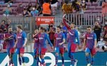 Pela primeira vez em campo sem o ídolo Messi, o Barcelona enfrentou aReal Sociedad, no Camp Nou, neste domingo (15), pelo Campeonato EspanholBarcelona entra em crise após saída de Messi e ainda deve ao jogador