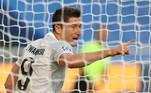 Já no início do segundo tempo, Lewa até marcou, mas a arbitragem anulou o gol, por conta de um impedimento