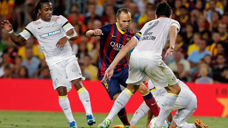 Barcelona e Santos disputaram o troféu Joan Gamper em 2013, para coroar o fim da era Neymar pela Vila Belmiro e dar início à passagem do craque pela Catalunha. No entanto, o time espanhol não entrou para brincar e venceu o Santos por 8 a 0. Fàbregas (2), Léo (contra), Messi, Aléxis Sánchez, Pedro, Adriano e Dongou marcaram para o Barça. Tudo isso poucos meses depois dos espanhóis ganharem de 4 a 0 dos brasileiros no Mundial de Clubes
