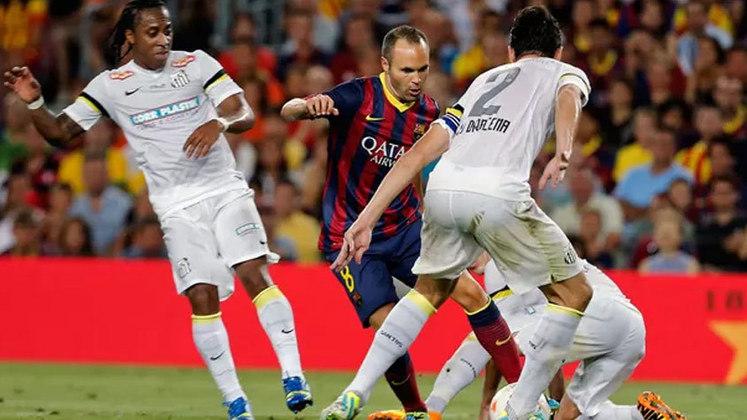 Barcelona e Santos disputaram o troféu Joan Gamper em 2013, para coroar o fim da era Neymar pela Vila Belmiro e dar início à passagem do craque pela Catalunha. No entanto, o time espanhol não entrou para brincar e venceu o Santos por 8 a 0. Fàbregas (2), Léo (contra), Messi, Aléxis Sánchez, Pedro, Adriano e Dongou marcaram para o Barça.