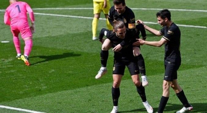 Griezmann comemora com Messi após gol em vitória no Espanhol