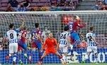 O veterano zagueiro Gerard Pique abriu o placar para o time catalão, aos 19 minutos do 1º tempo
