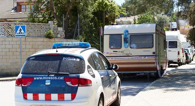 A polícia encontrou pistas no trailer onde vivia o brasileiro, em Barcelona