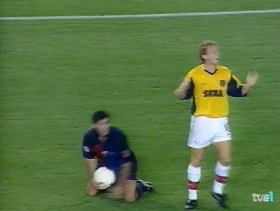 Barcelona x Arsenal - 1999/00 - Primeiro do Grupo B - Um empate (1 x 1) e uma vitória (4 x 2) sobre o Arsenal