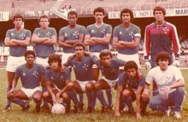Barcelona x Cruzeiro - 1 jogo - 1 vitória do Barcelona (1986 [foto]).