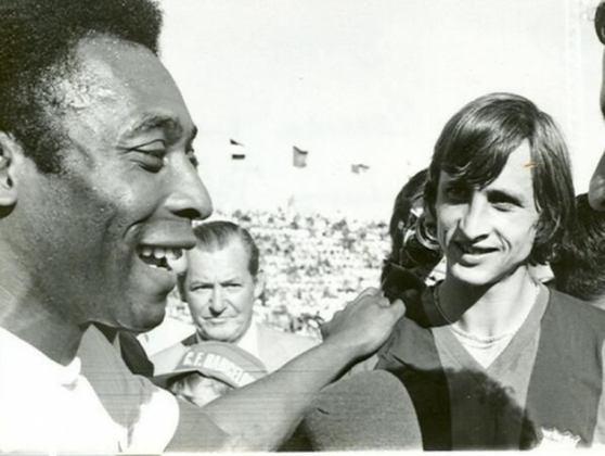 Barcelona x Santos - 7 jogos - 5 vitórias do Barcelona (1960, 1963, 1974 [foto], 2011 e 2013), 1 vitória do Santos (1959) e 1 empate (1998).