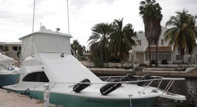 A maioria das casas têm à frente um barco de seu dono