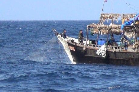 Pesqueiro norte-coreano flagrado em águas russas