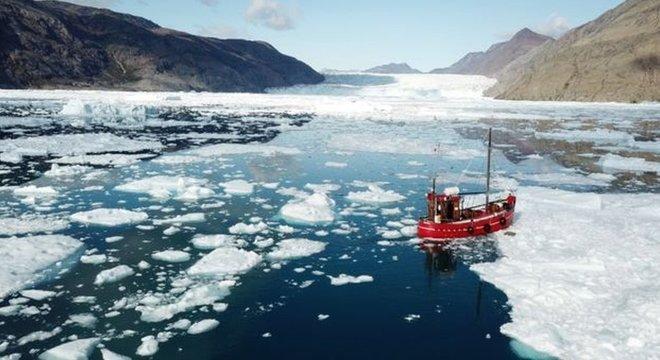 O aumento do nível do mar ocorreu devido principalmente à expansão térmica dos oceanos, mas o derretimento da Groenlândia e da Antártida agora é o principal fator, aponta o relatório do IPCC