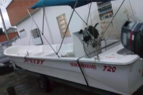 Barco tinha capacidade de transportar 12 pessoas