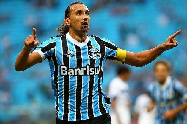 Barcos -  O atacante argentino teve grande destaque jogando no Grêmio, Palmeiras e Cruzeiro. No Verdão, venceu a Copa do Brasil de 2012 e ganhou o apelido de 'Pirata'. Foi para a Raposa, e venceu a Copa do Brasil de 2018