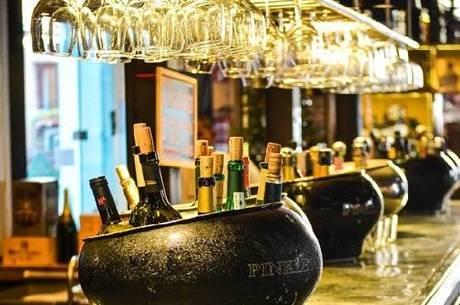 Bares venderão bebidas alcoólicas em alguns horários