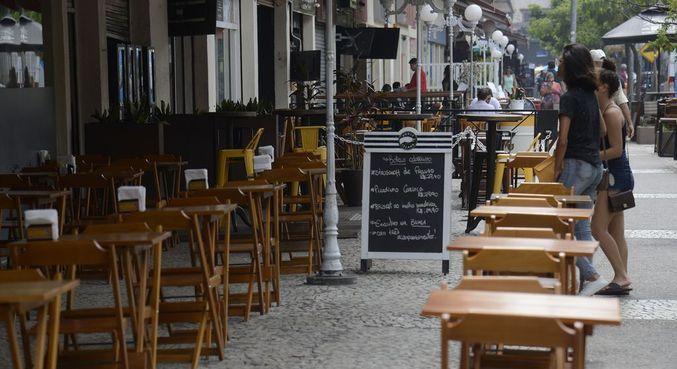 Donos de bares e restaurantes terão que dar suporte às vítimas de assédio