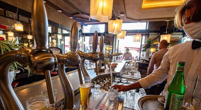 Governo de SP permite abertura de bares e restaurante até as 22 horas