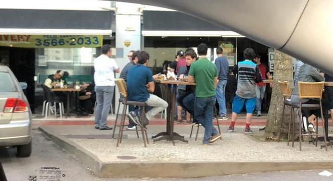 Autoridades criticaram cenas de bares lotados em Nova Lima
