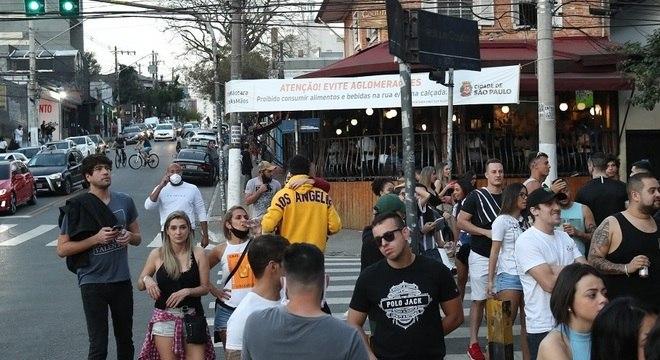 36 restaurantes e bares foram interditados por excederem o horário