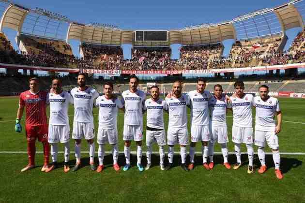 Bari - Um dos clubes mais tradicionais da Itália (110 anos de história), decretou falência em 2018 e teve que reiniciar na quarta divisão do futebol do país. No ano seguinte, garantiu acesso à série C da Itália.