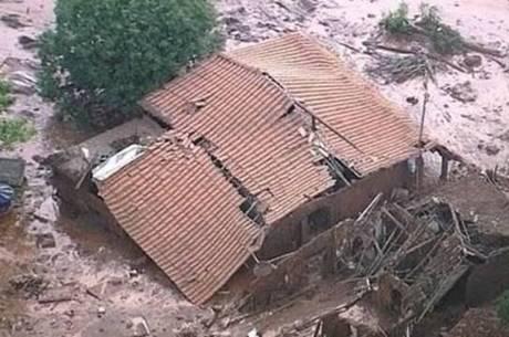 Barra Longa (MG) foi uma das cidades atingidas pelos rejeitos