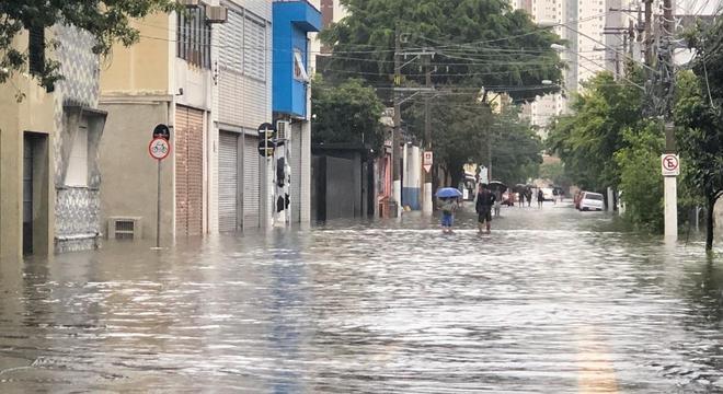 Fevereiro já tem o segundo maior volume de chuva em 77 anos, diz Inmet