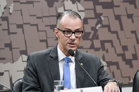 Diretor da Anvisa, Antonio Barra, é médico e entusiasta da cloroquina