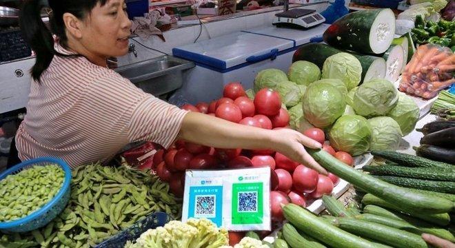 Aplicativos como o WeChat têm várias funcionalidades e podem ser usados para uma série de tarefas que incluem compras de mantimentos