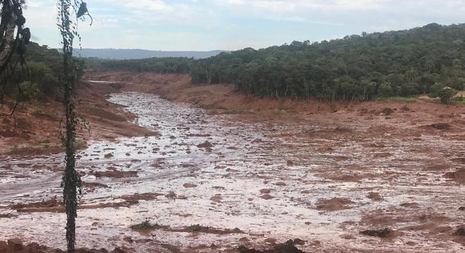 Segundo moradores da localidade, a barragem já  esta seca por cima