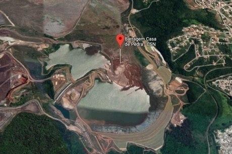 Bairros estão localizados a 100 m da barragem