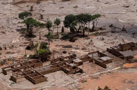 Tragédia de Mariana deixou 19 mortos, em 2015